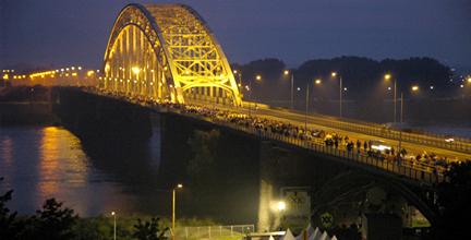 Waalbrug tijdens 4-daagse Nijmegen